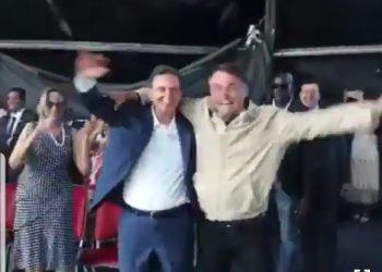 Crivella e Bolsonaro dançando