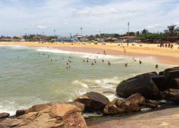 Adolescente quase se afoga na Barra do Jucu