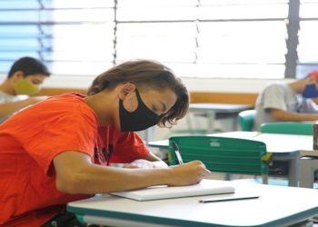 revisão é que as aulas voltem a partir do dia 8 de fevereiro de maneira híbrida