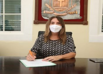 """Hoje, temos mais condições de conseguir as vacinas pela Frente Nacional dos Prefeitos, que está dialogando com os laboratórios internacionais, até mesmo com preços reduzidos"""" disse a prefeita Fátima Pacheco."""