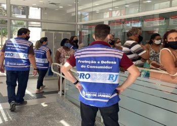 Agências bancárias também foram alvos de ação do Procon-RJ em Macaé — Foto: Divulgação/Procon RJ