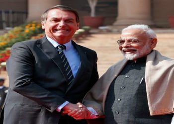 Brazil's President Jair Bolsonaro shakes hands with India's Prime Minister Narendra Modi during his ceremonial reception at the forecourt of India's Rashtrapati Bhavan Presidential Palace in New Delhi, India, January 25, 2020. REUTERS/Altaf Hussain