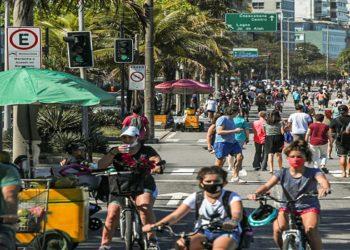 People ride bikes near Leblon beach, amid the outbreak of the coronavirus disease (COVID-19), in Rio de Janeiro, Brazil August 9, 2020. REUTERS/Ian Cheibub