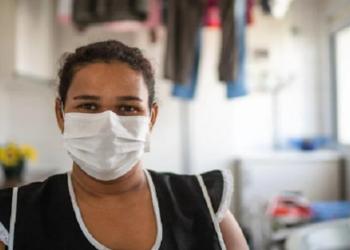 No Brasil, domésticas foram dispensadas em massa em meio à pandemia